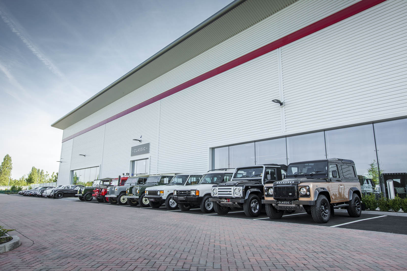Jaguar_Land_Rover_Classic_Car_Center_08