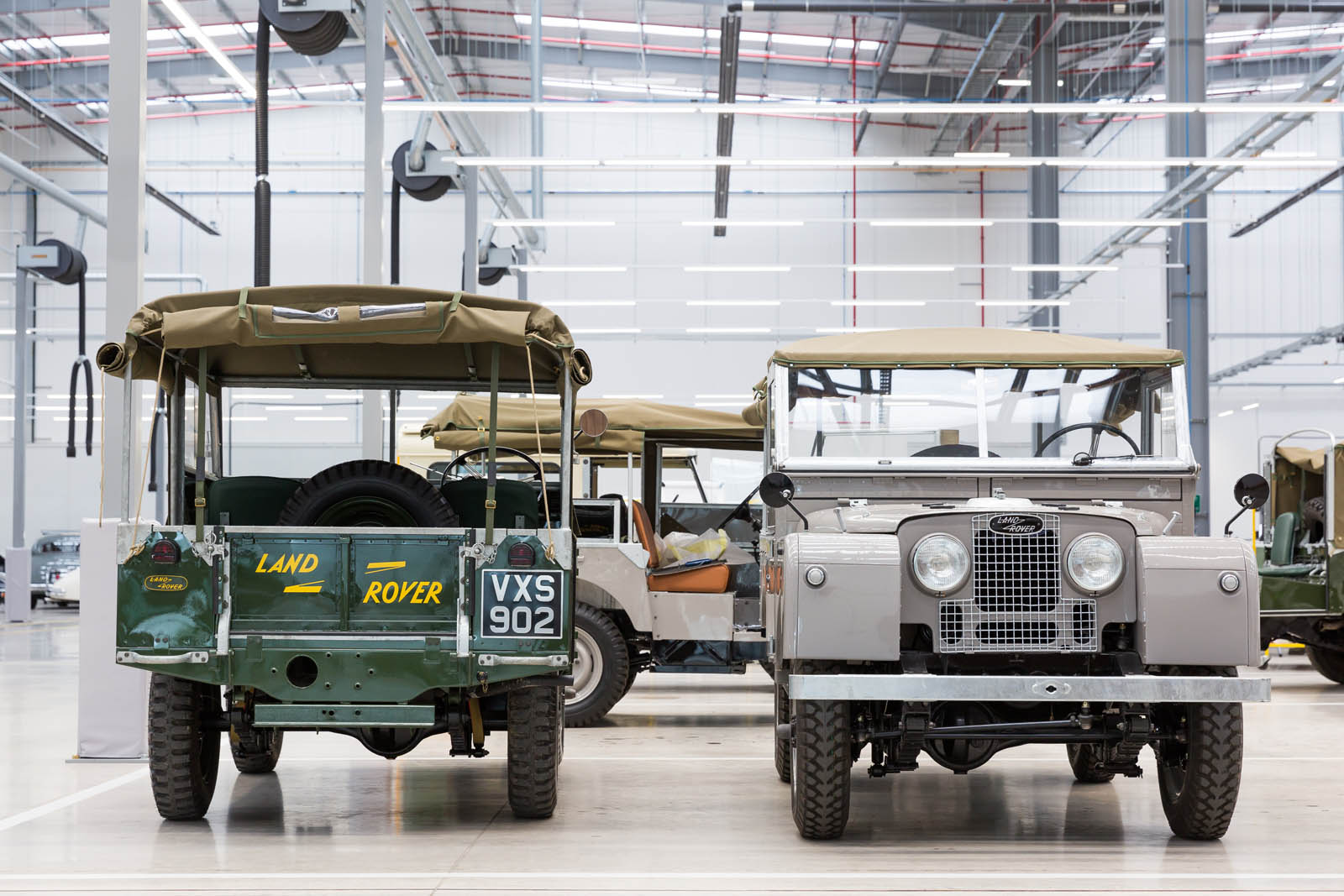 Jaguar_Land_Rover_Classic_Car_Center_18