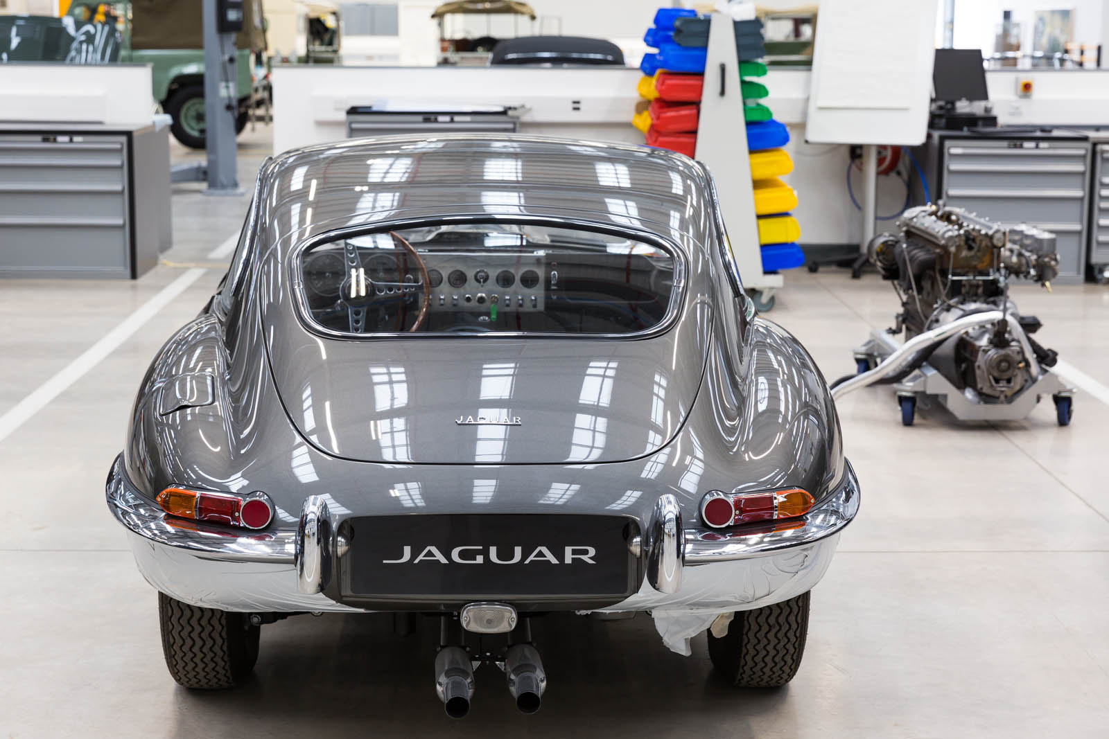 Jaguar_Land_Rover_Classic_Car_Center_21