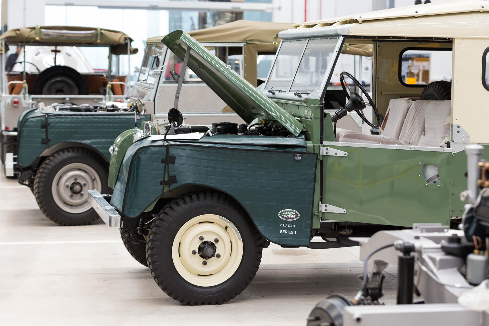 Jaguar_Land_Rover_Classic_Car_Center_24