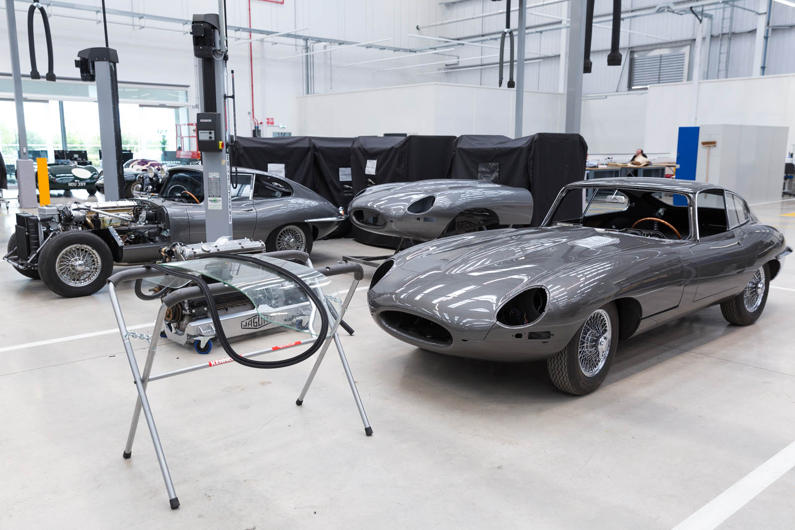 Jaguar_Land_Rover_Classic_Car_Center_31