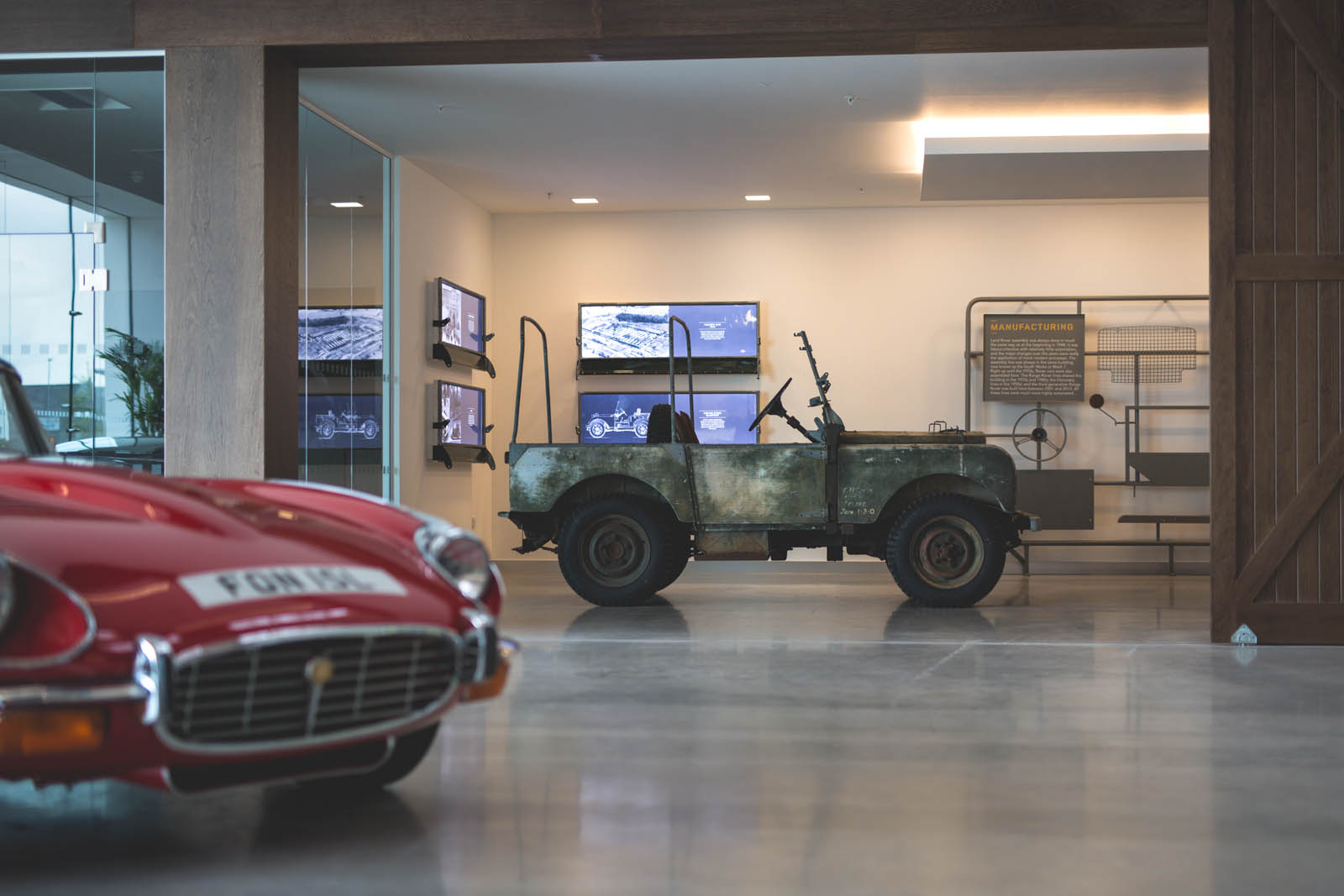 Jaguar_Land_Rover_Classic_Car_Center_38