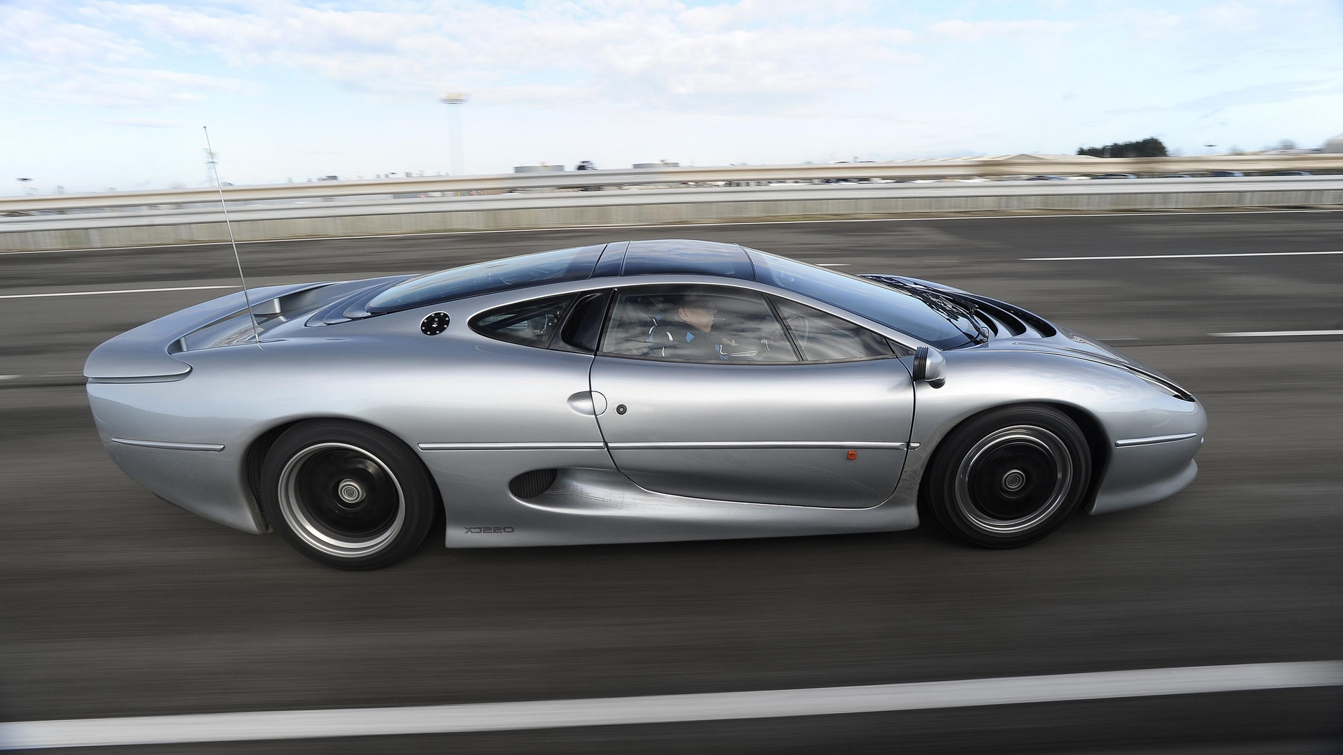 jaguar-xj220 (7)