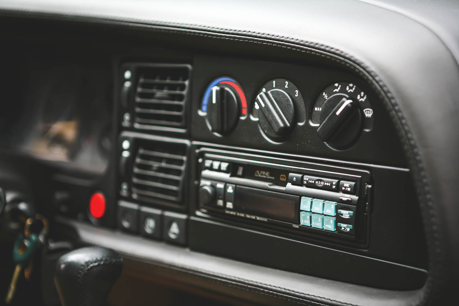 1993_Jaguar_XJ220_30