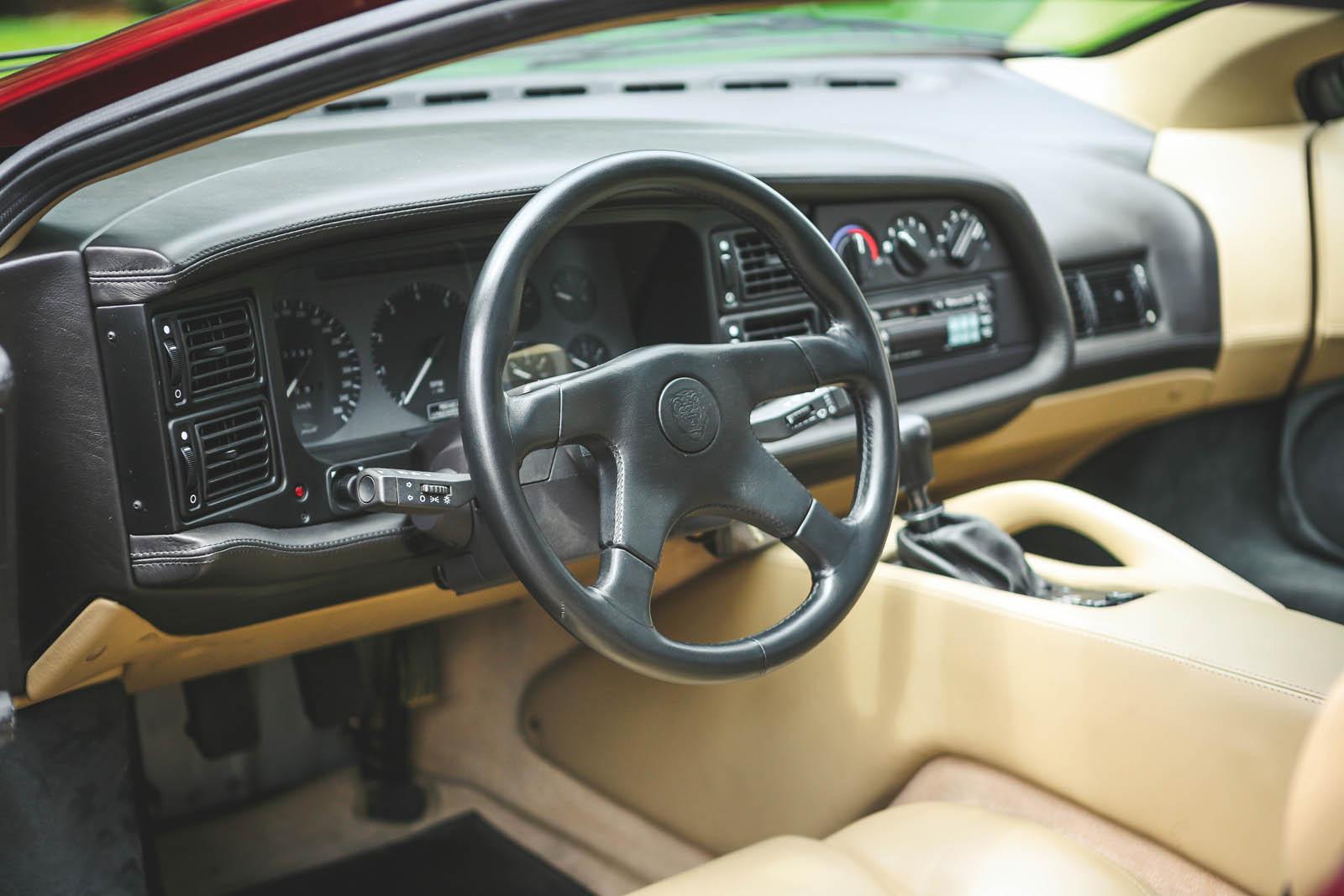 1993_Jaguar_XJ220_35