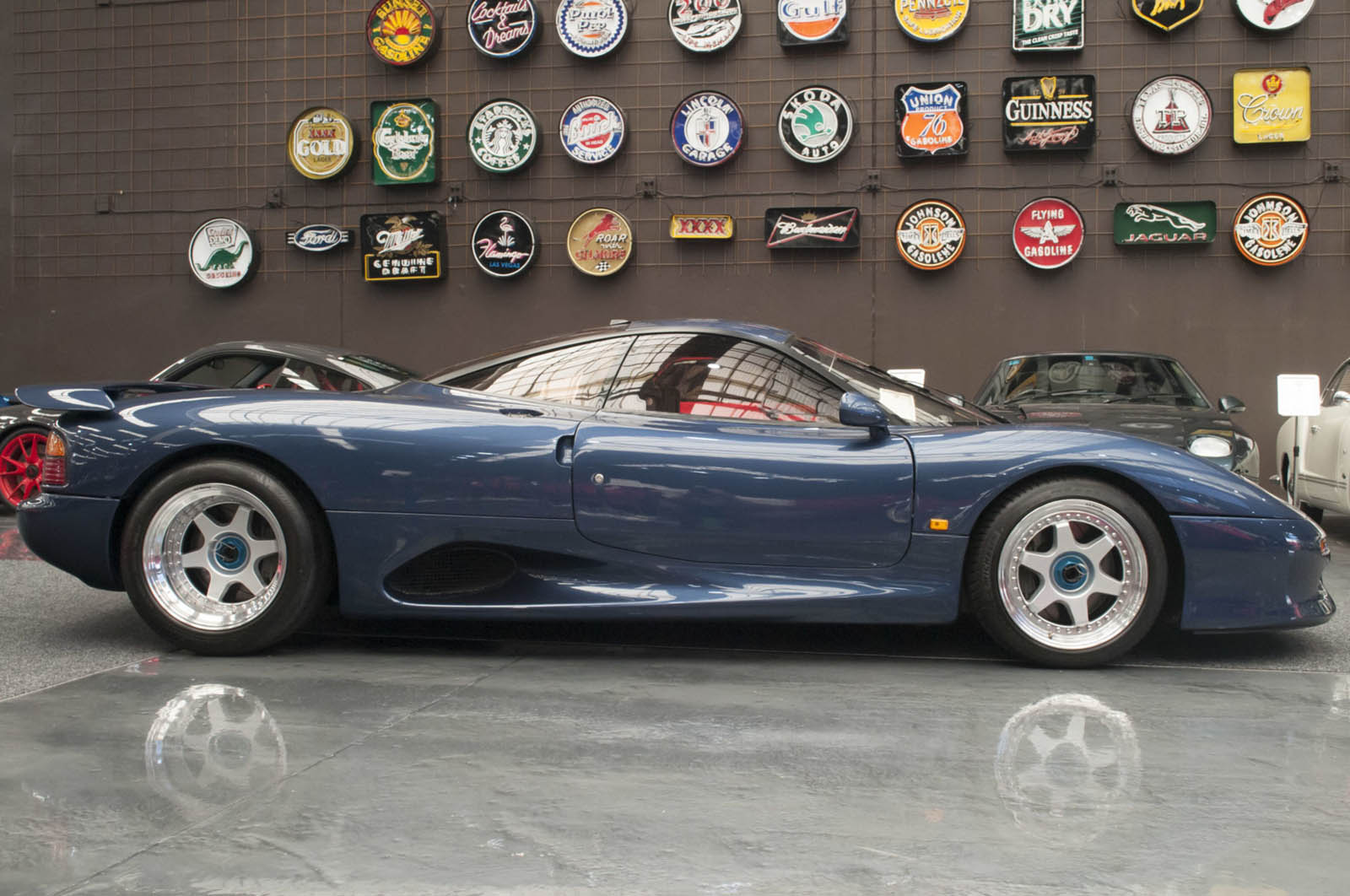 Jaguar XJR-15 with 700 km for sale (3)