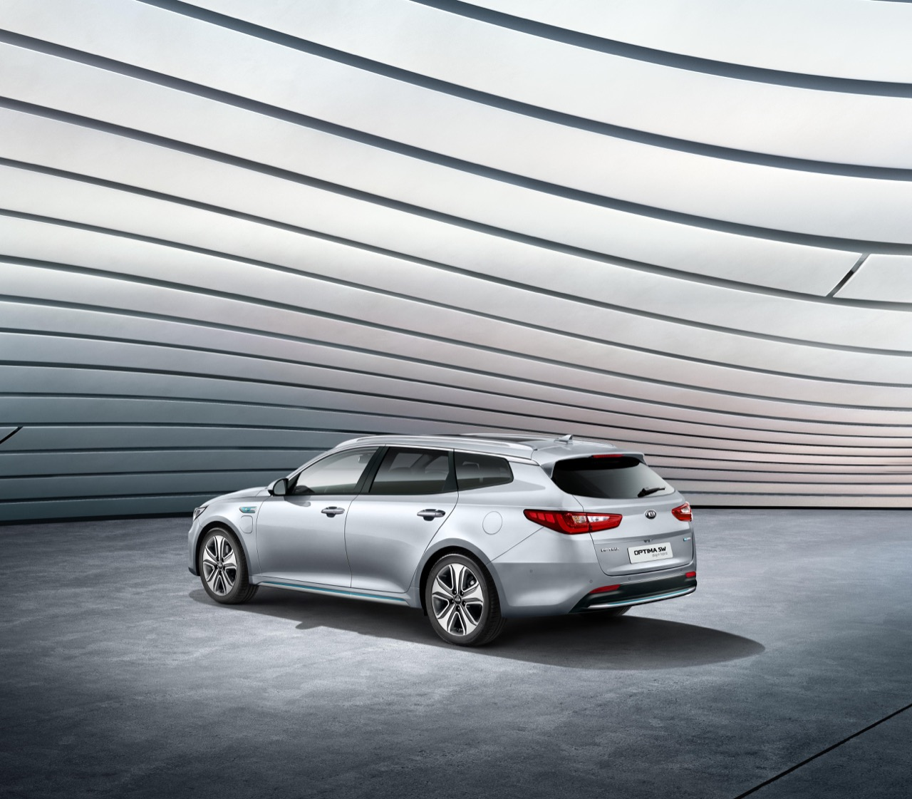 Kia_Optima_Sport_Wagon_PHEV_01