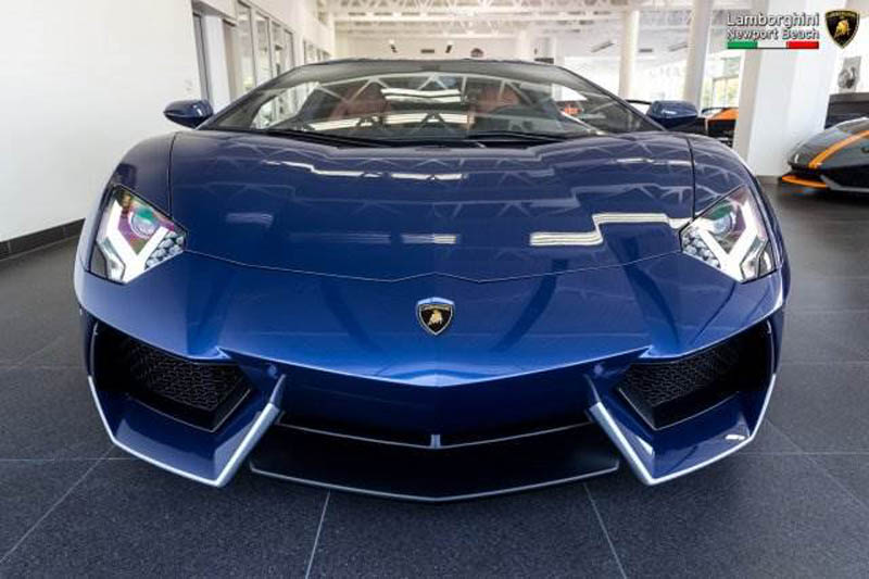 Lamborghini_Aventador_Miura_Homage_edition_for_sale_04