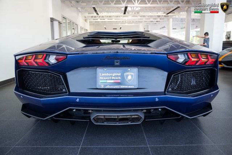 Lamborghini_Aventador_Miura_Homage_edition_for_sale_08