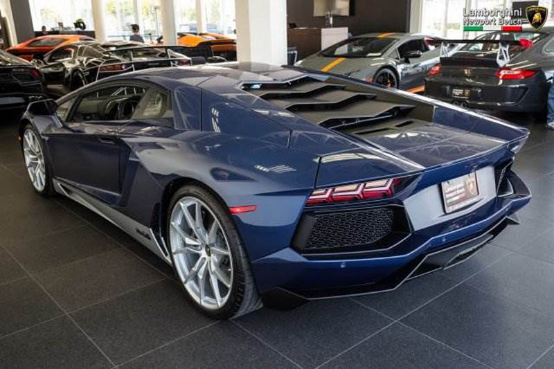 Lamborghini_Aventador_Miura_Homage_edition_for_sale_10