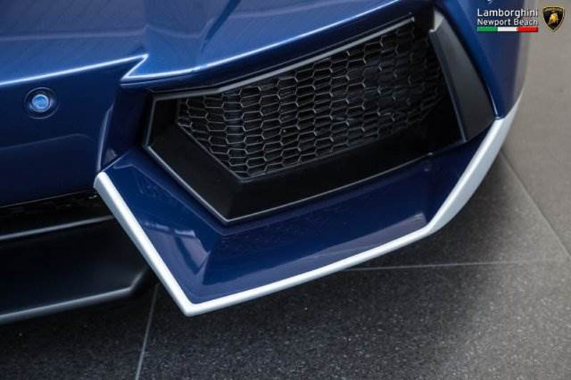 Lamborghini_Aventador_Miura_Homage_edition_for_sale_14