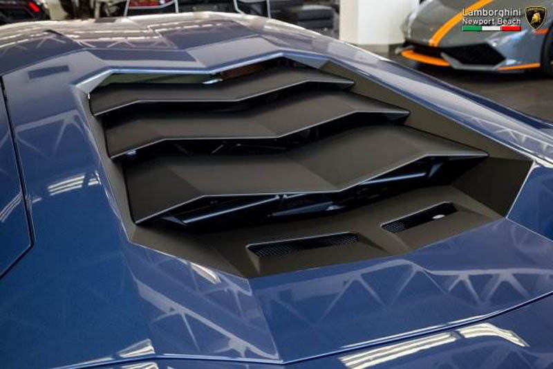 Lamborghini_Aventador_Miura_Homage_edition_for_sale_21