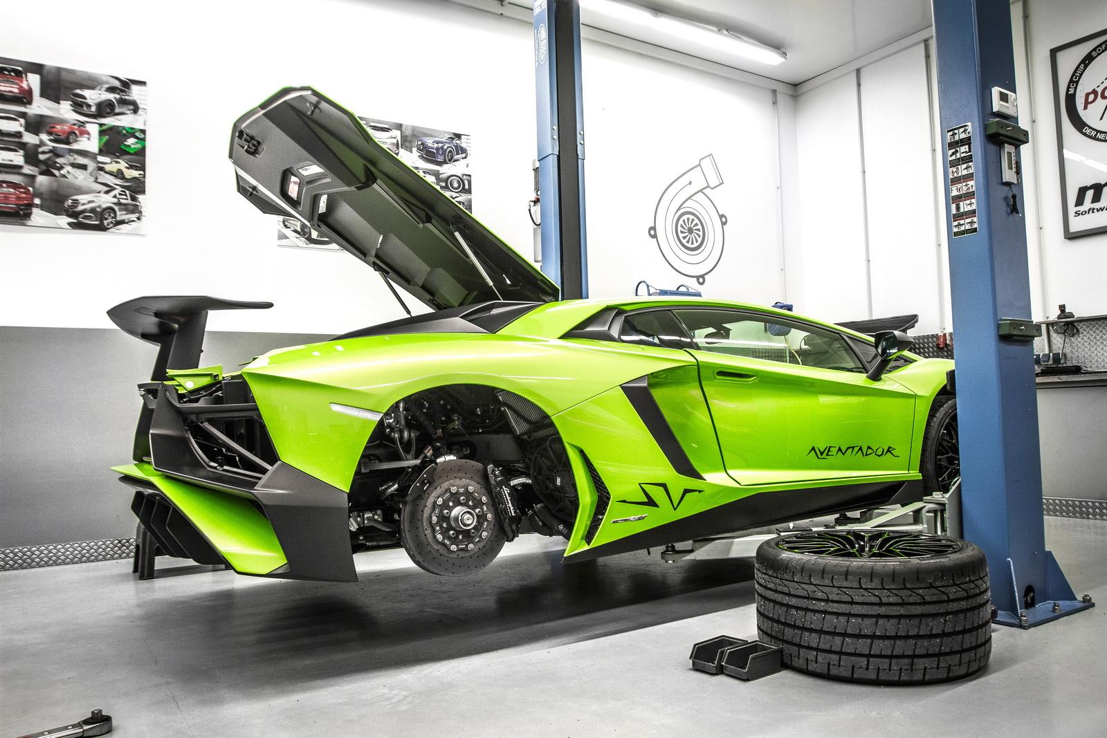 Lamborghini_Aventador_SV_by_Mcchip-DKR_04