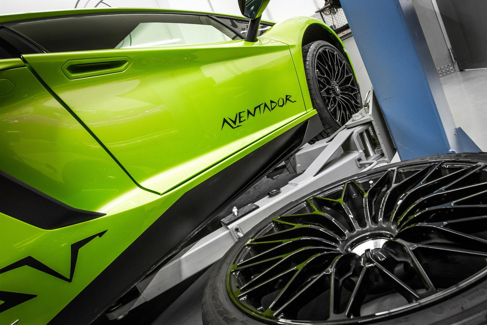 Lamborghini_Aventador_SV_by_Mcchip-DKR_06