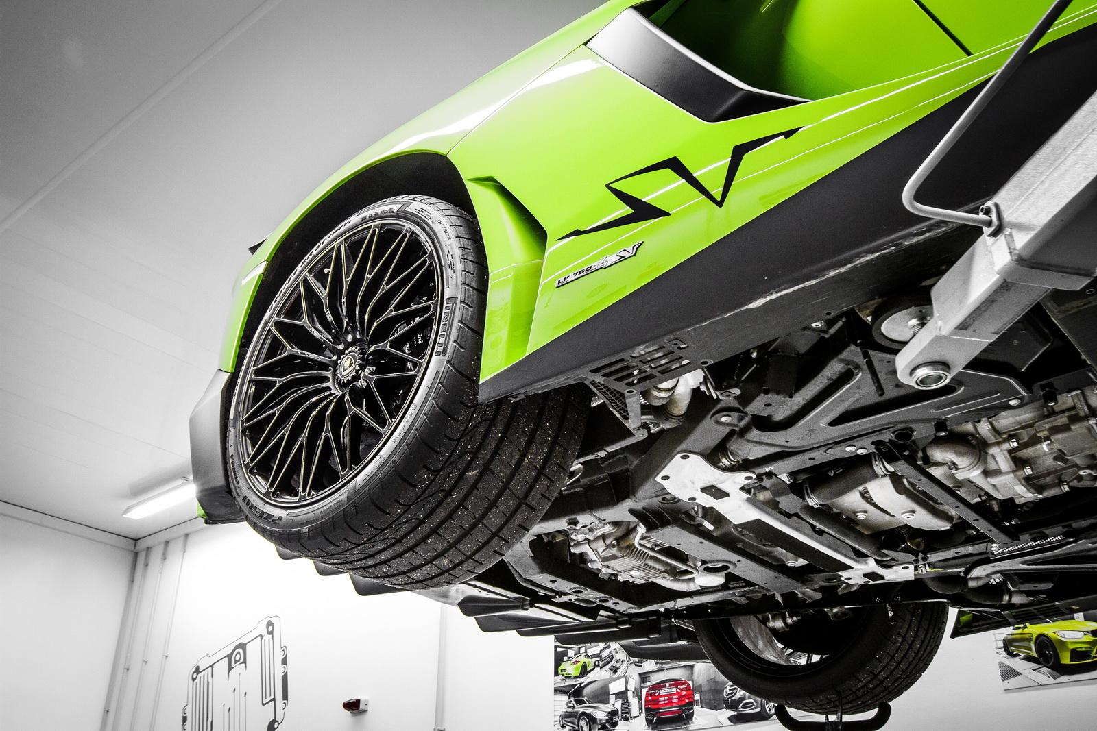 Lamborghini_Aventador_SV_by_Mcchip-DKR_12