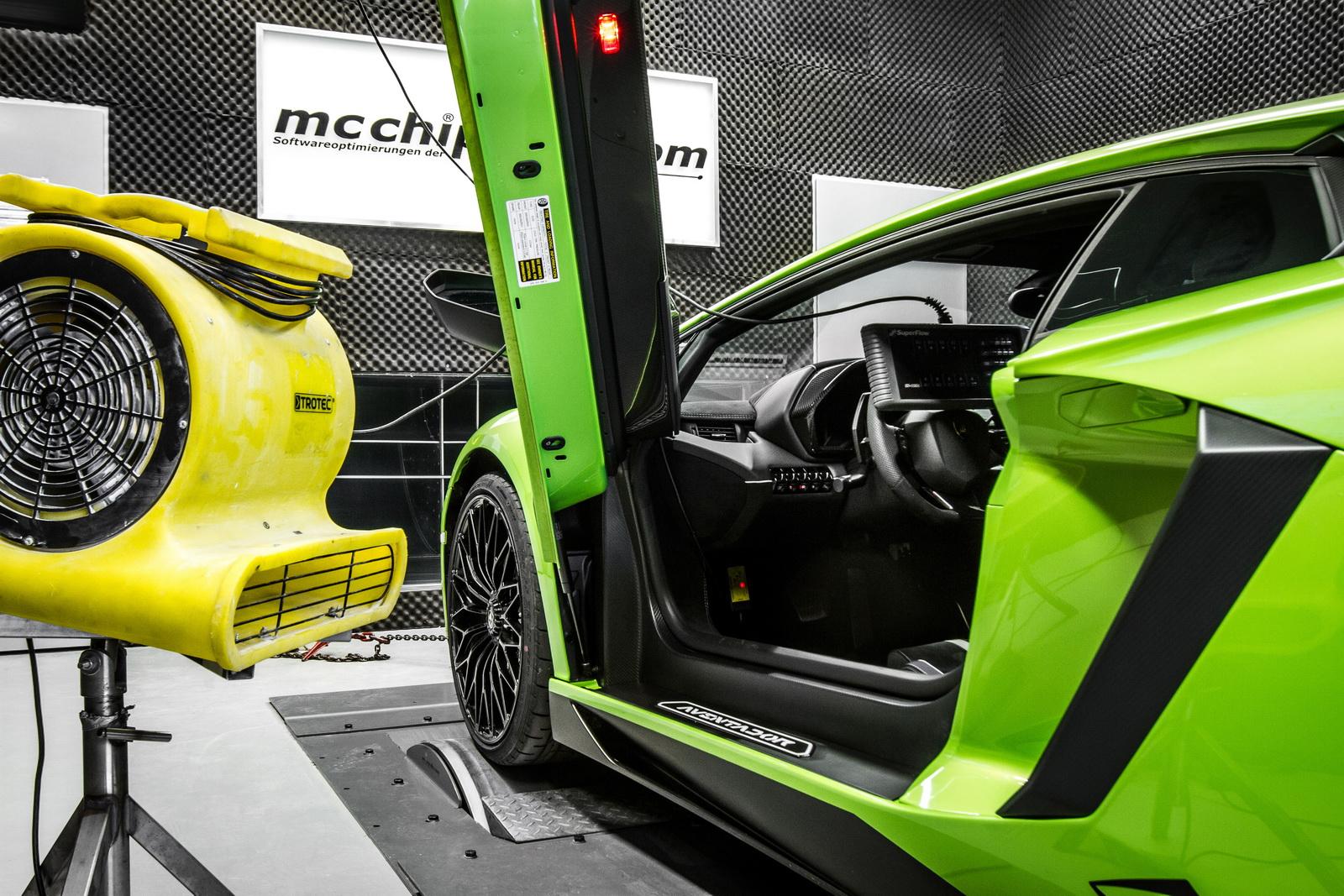 Lamborghini_Aventador_SV_by_Mcchip-DKR_15