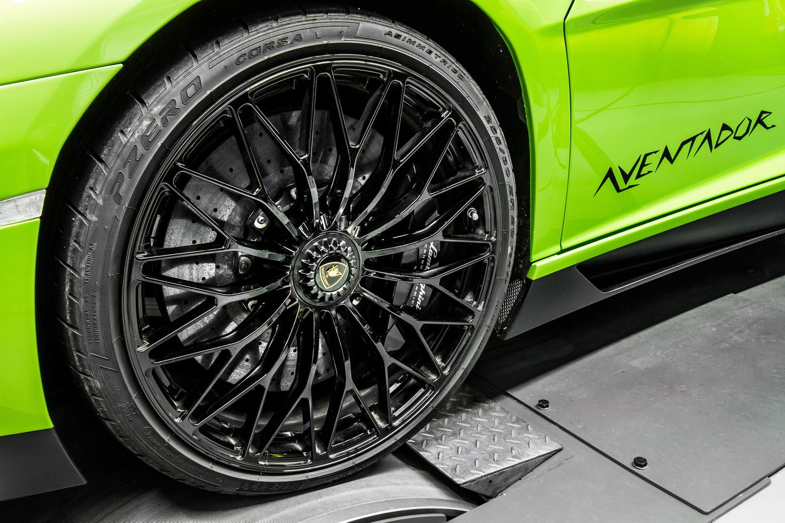 Lamborghini_Aventador_SV_by_Mcchip-DKR_17
