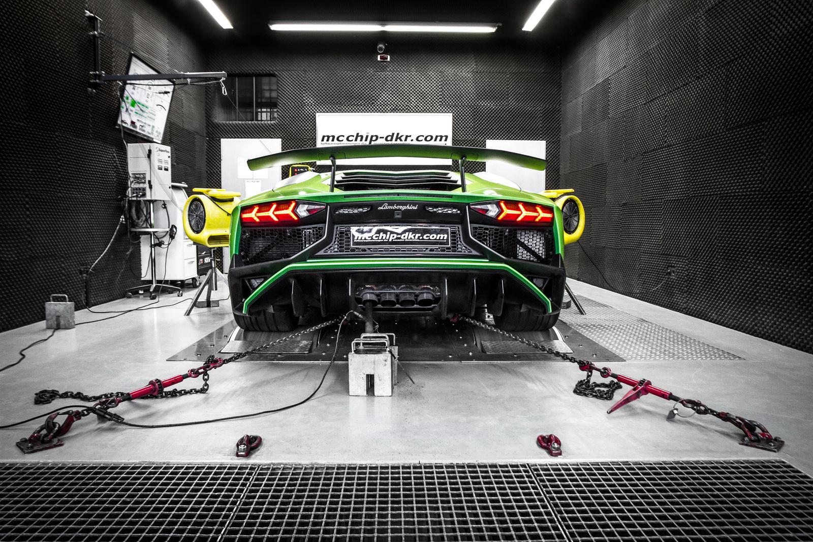 Lamborghini_Aventador_SV_by_Mcchip-DKR_21