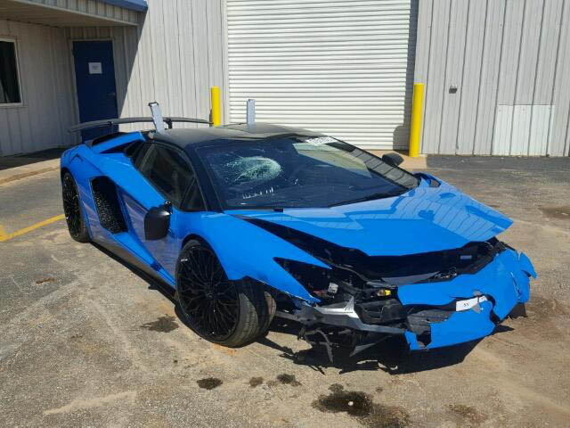 Lamborghini Aventador SV Roadster crashed (1)