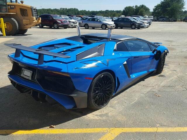 Lamborghini Aventador SV Roadster crashed (10)