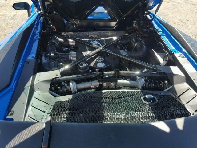 Lamborghini Aventador SV Roadster crashed (3)