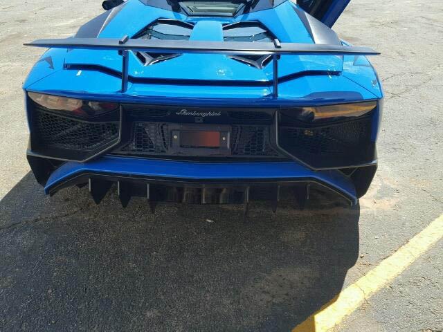 Lamborghini Aventador SV Roadster crashed (4)