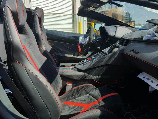 Lamborghini Aventador SV Roadster crashed (6)