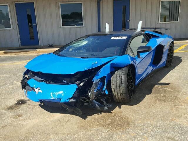 Lamborghini Aventador SV Roadster crashed (7)