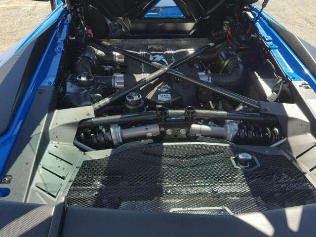 Lamborghini Aventador SV Roadster crashed (8)