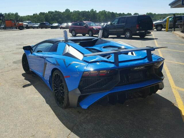 Lamborghini Aventador SV Roadster crashed (9)