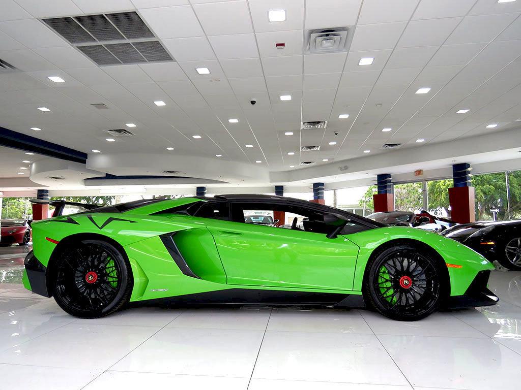 Lamborghini_Aventador_SV_Roadster_for_sale01