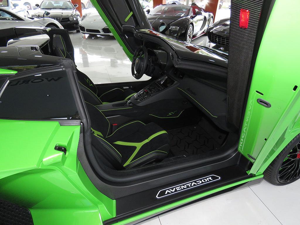 Lamborghini_Aventador_SV_Roadster_for_sale22