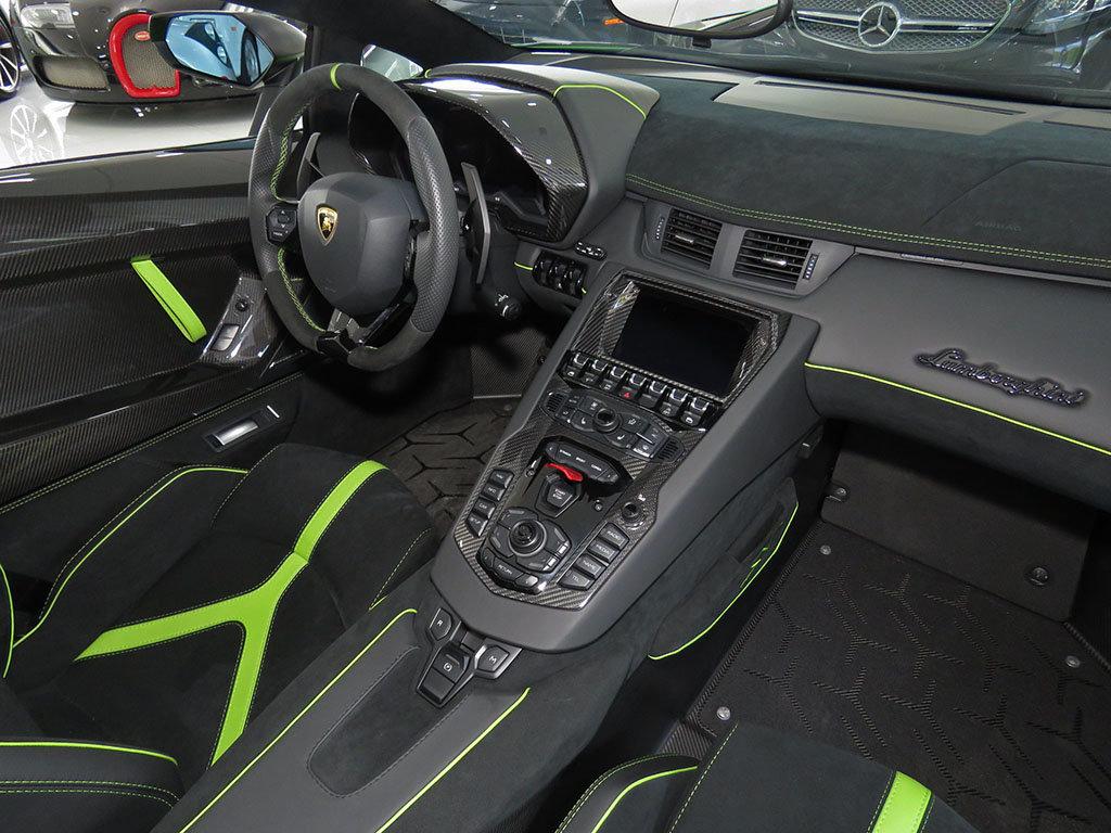 Lamborghini_Aventador_SV_Roadster_for_sale28