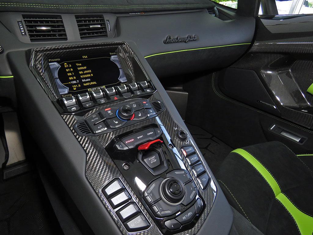Lamborghini_Aventador_SV_Roadster_for_sale30