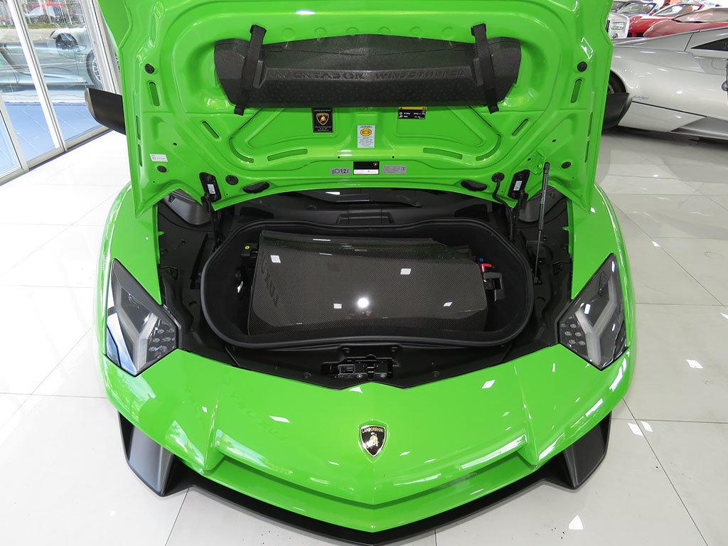 Lamborghini_Aventador_SV_Roadster_for_sale33
