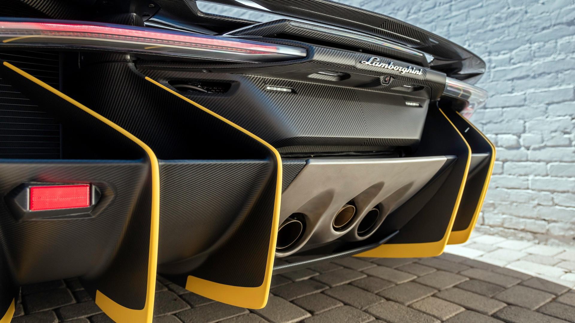 Lamborghini_Centenario_Roadster_09