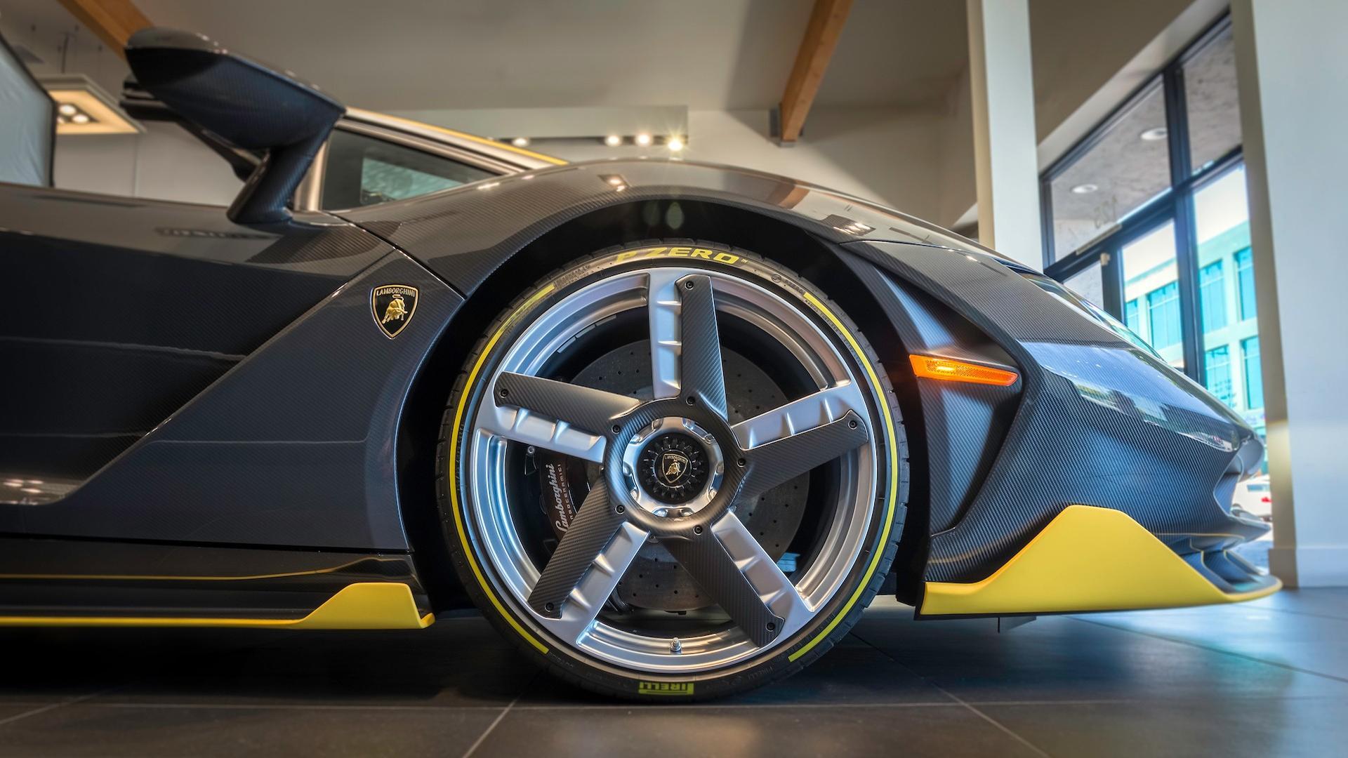 Lamborghini_Centenario_Roadster_10