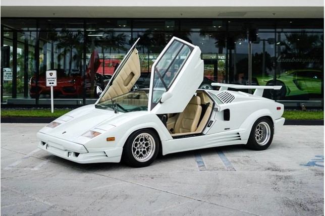 Lamborghini_Countach_25th_Anniversary_01