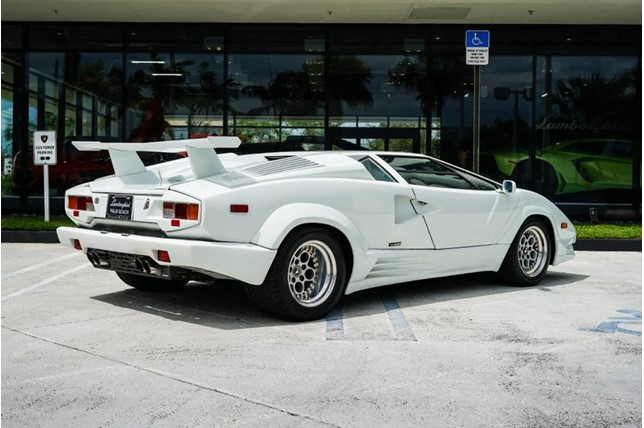 Lamborghini_Countach_25th_Anniversary_09