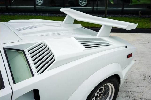 Lamborghini_Countach_25th_Anniversary_15