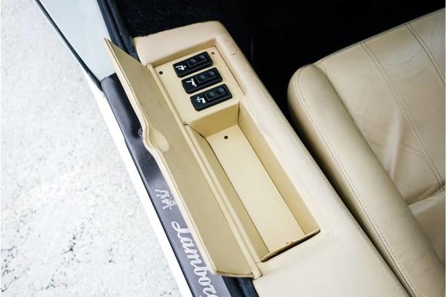 Lamborghini_Countach_25th_Anniversary_24