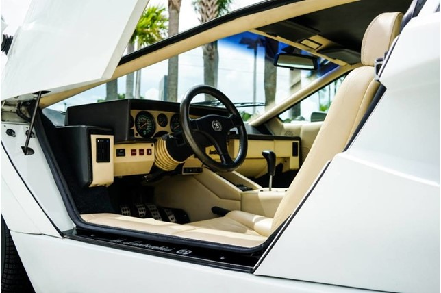 Lamborghini_Countach_25th_Anniversary_37