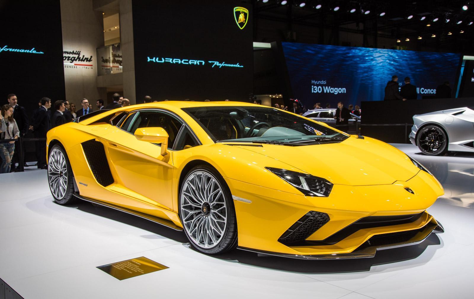 Lamborghini-aventador-s-001