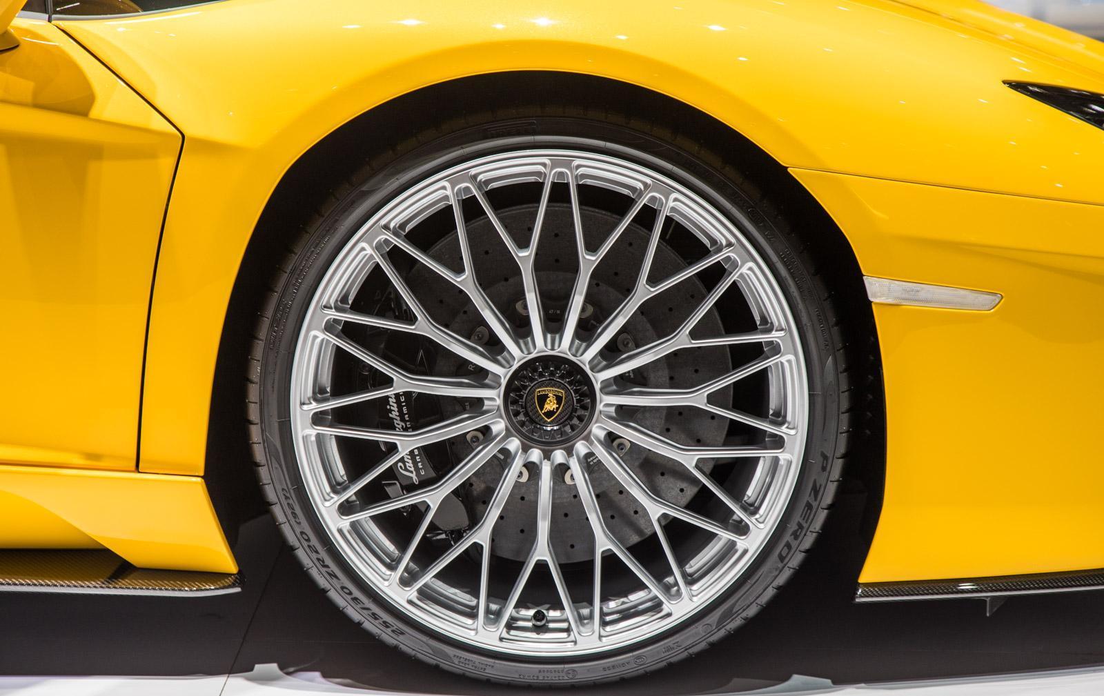 Lamborghini-aventador-s-004
