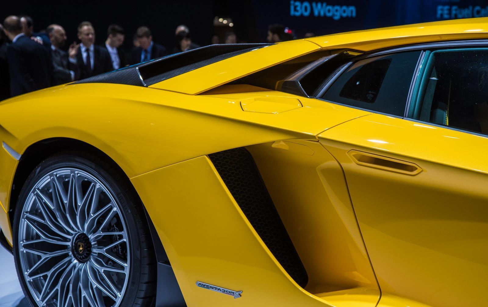 Lamborghini-aventador-s-005