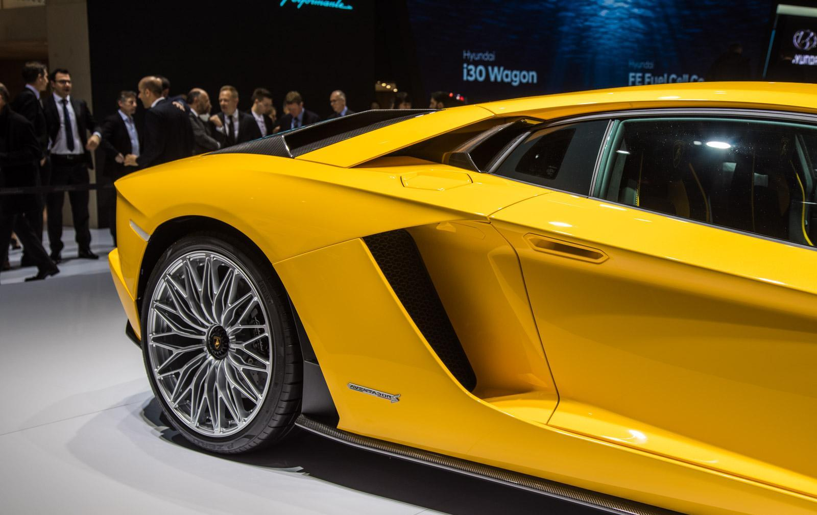 Lamborghini-aventador-s-006