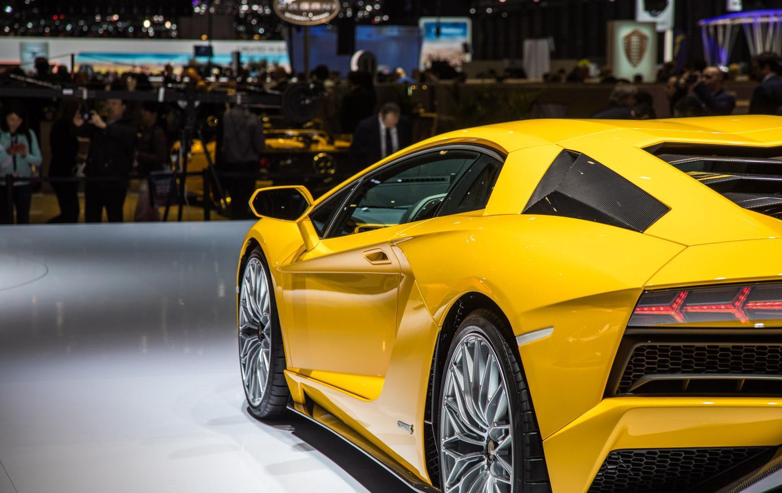 Lamborghini-aventador-s-013