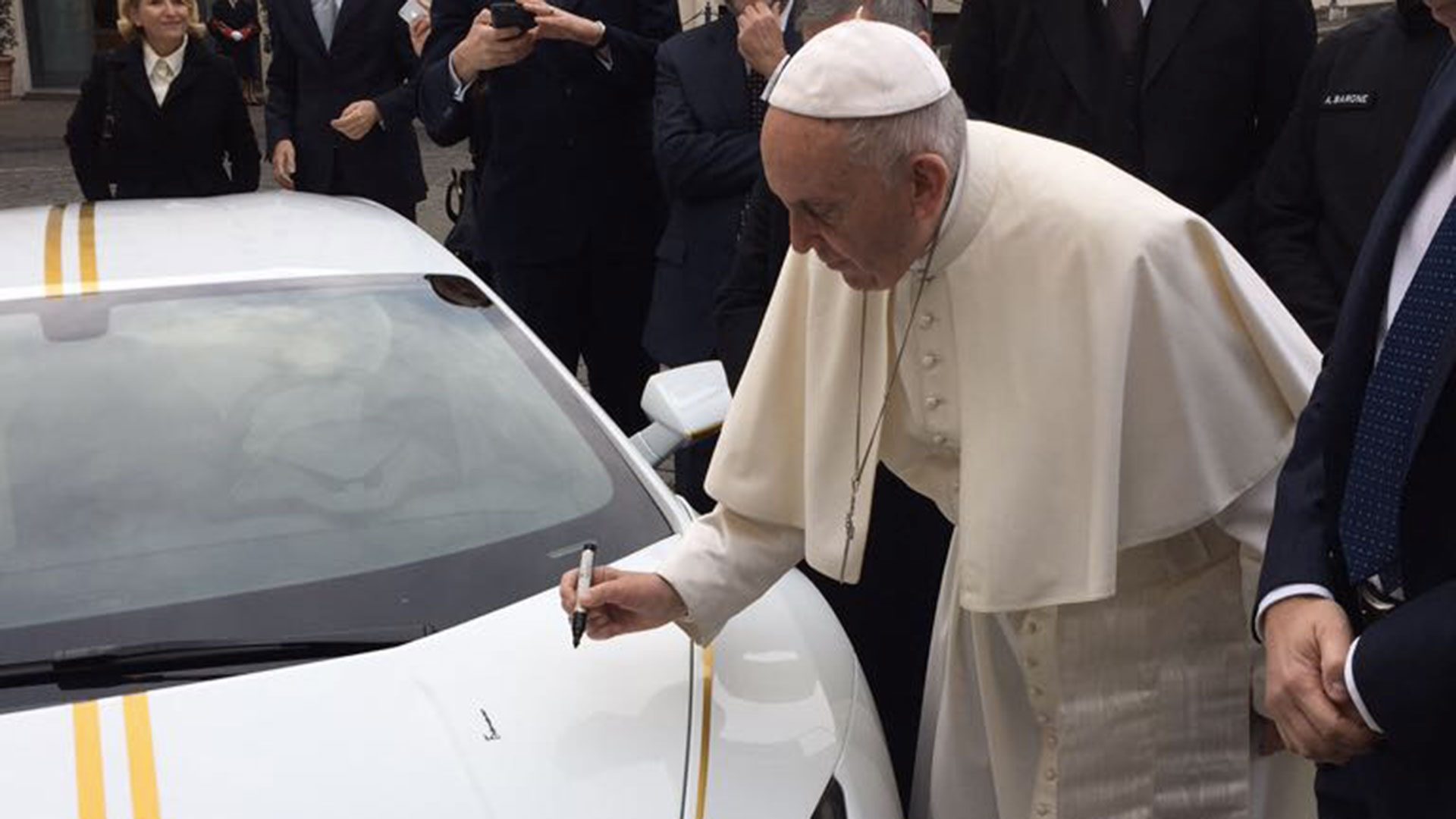 Lamborghini Huracan RWD by Ad Personam for Pope Francis (2)