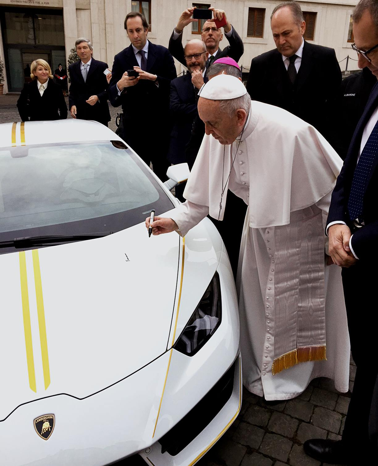 Lamborghini Huracan RWD by Ad Personam for Pope Francis (3)