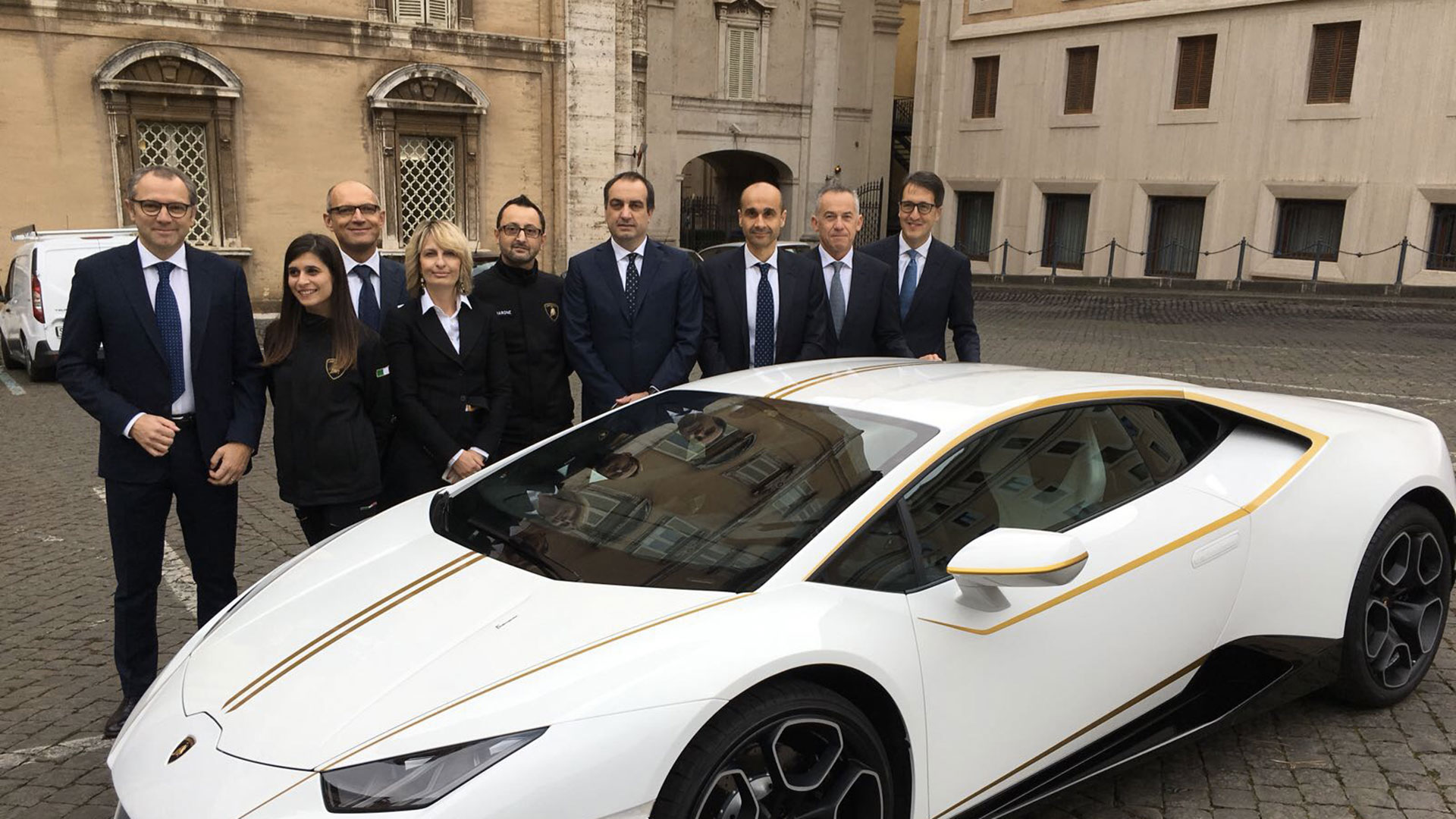 Lamborghini Huracan RWD by Ad Personam for Pope Francis (4)